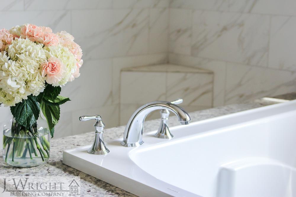 Master bath with soaking tub-1
